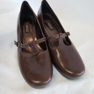 Ecco T strap Mary Jane brown Leather heels shoes